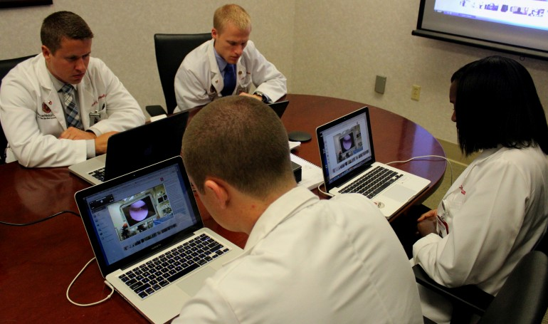google-glass-streaming-surgery-4
