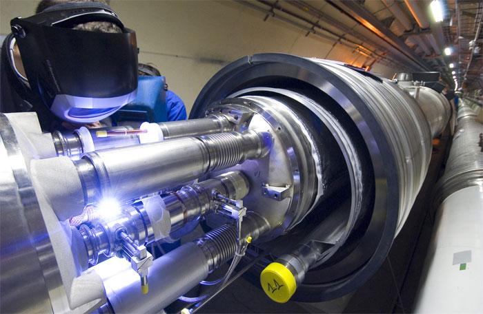 CERN LHC'de Oluşabilecek Kara Deliklerin Tespiti, Ekstra Boyutlardaki Paralel Evrenleri İşaret Edebilir