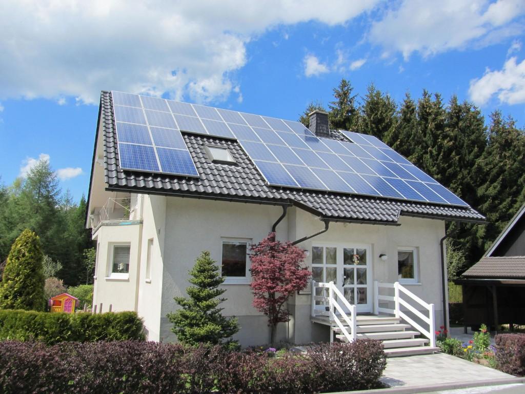 güneş pili ev