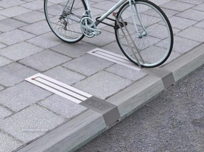 kaldırımda yer kaplamayan bisiklet parkı