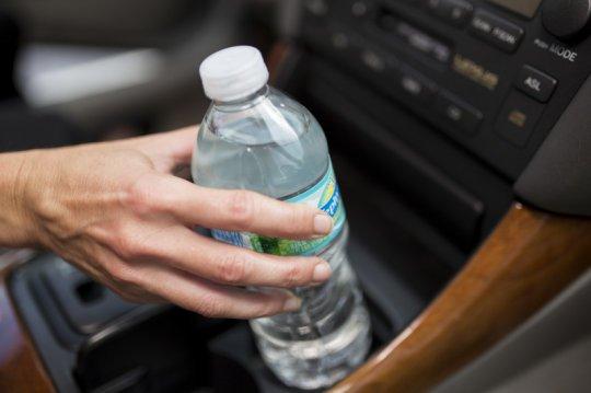 Sıcakta Kalan Pet Şişelerdeki Suyu İçmeyin !