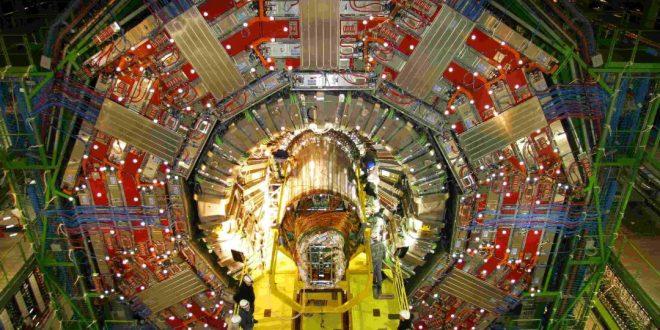 Bilim İnsanları CERN LHC'deki Uzay-Zaman Boyut Problemini Çözüyor