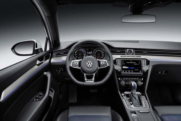 volkwagen-passat-gte-hybrid-2