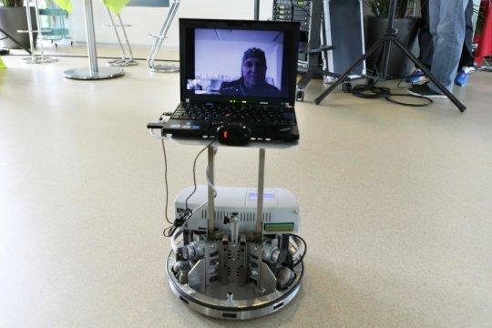 EPFL'de uzaktan düşünce gücüyle yönetilen robotlar-Gerçek Bilim